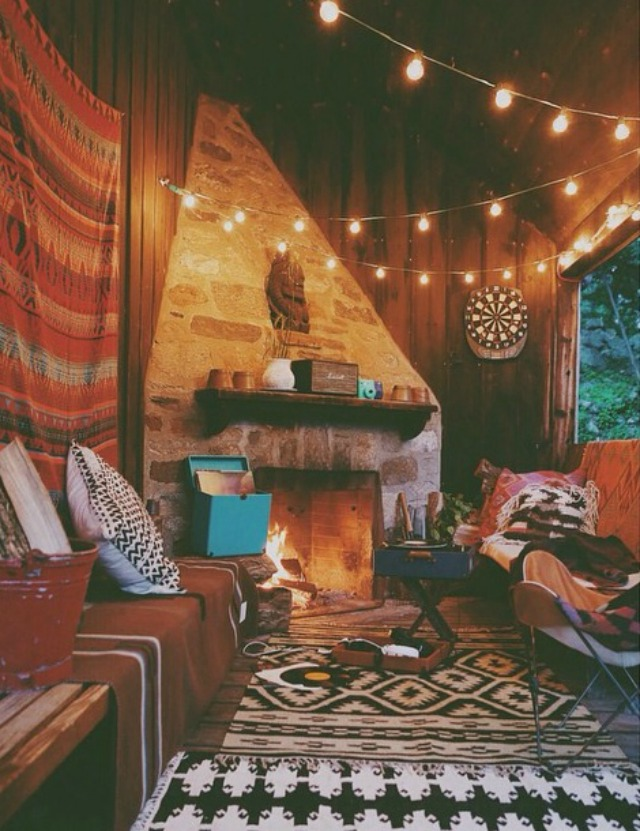 Cheerful area where you can sit by the fire and play guitar